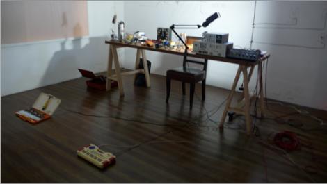 algunos instrumentos y mesa